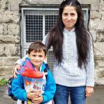 24 yaşındaki Hatizdhe (Hatice) Bayryam ile 6 yaşındaki oğlu Ahmet okula başladığı ilk gün bu fotoğrafı çektirmişlerdi. Bu umut dolu bakışlar artık yok..