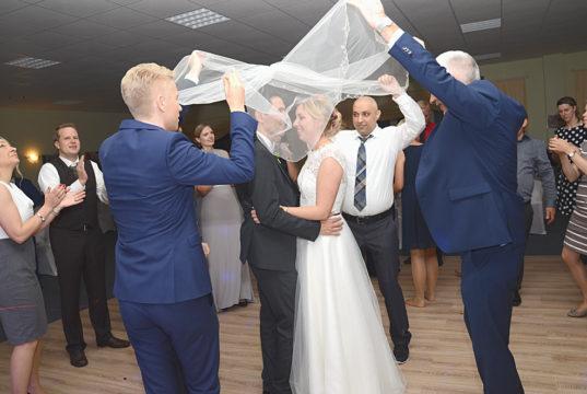 """Düğün, duvak dansı """"Schleiertanz"""" ile son buldu"""