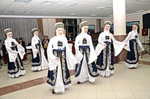 Manasın Kızları Dans Topluluğu Eğitmeni: Öğr. Gör. Klara Koyçokulova, Dastan Komuz topluluğu eğitmeni: Öğr. Gör. Aynura Sagınbekova, Marcan Müzik topluluğu eğitmeni: Mzik Bölümü başkanı, Kırgız Halk Sanatçısı Doç Dr. Roza Amanova, Türk Halk Çalgıları: Bağlamalar: Müzik Bölümü Öğr. Gör. Necip Yılgın, Uzman Fatih Erenler. Nefesli ve darbuka : Fatih Erenler, Türk Dünyası Orkestrası şefi: Müzik Bölümü Öğr. Gör. Kırgız Halk sanatçısı: Rısbek Cumakunov ve Program koordinatörü ve Genel Sanat Yönetmeni. Güzel Sanatlar Fakültesi Dekan Yrd. Öğr. Gör. Sebahattin Sivrikaya katkıda bulundular.