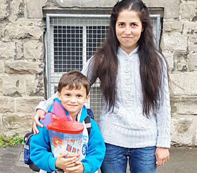 Bulgar vatandaşı Türk Hatizdhe Bayryam (Hatice Bayram) ve 6 yaşındaki oğlu Ahmet.