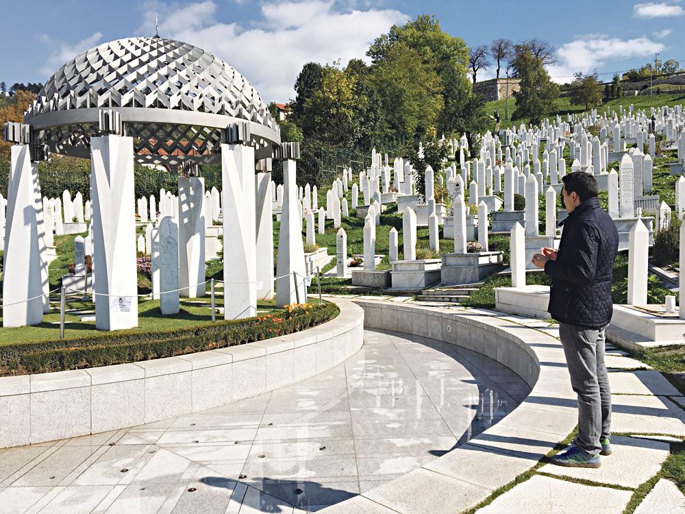 Aliya İzzetbegoviç Anit mezar Saray Bosna
