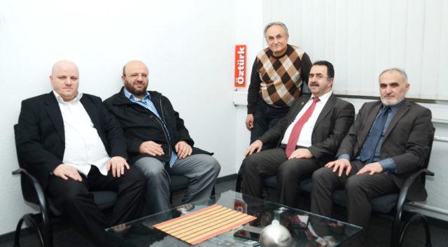 Emre ve Önder Özdemir, Adnan Öztürk, Avrupa Saadet genel başkanı Abdussamet Temel ve Bielefeld Bölge başkanı Mahmut Engel.