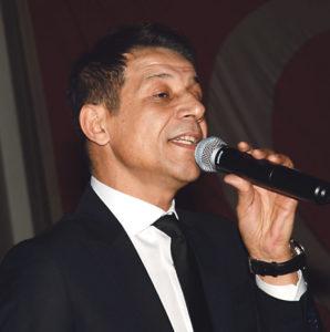Mustafa Yıldızdoğan sahne aldı