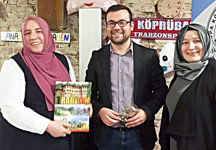 Schwerte Belediye Başkanı Dimitrios Axourgos stantı ziyaret etti.