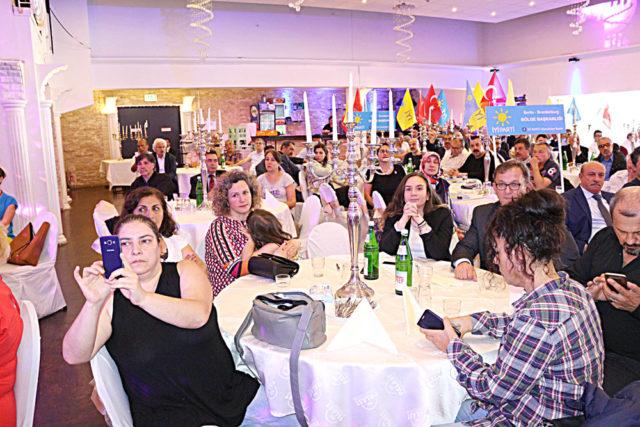 İyi Parti Köln buluşmasına bayanlar büyük ilgi gösterdiler