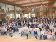 Alman Türk, çok sayıda aile çocuklarını izlemeye geldiler.