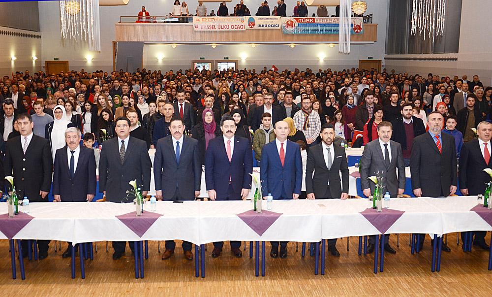 Cemal Çetin, her hafta bir başka dernekte yapılan faaliyetlere katılıyor, görüşlerini Türkiye kökenli kişilerle paylaşıyordu (soldan 6. sırada).