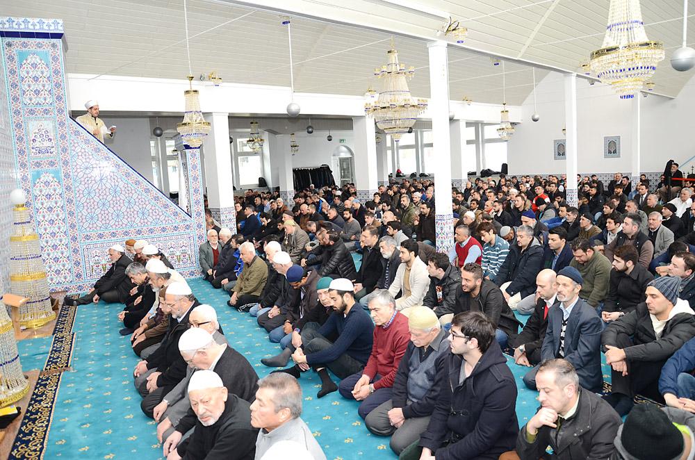 Bielefeld Merkez Cami cemaatinden bir fotoğraf..
