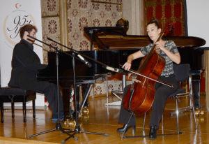 Ufuk Mete Şahin ve Zeynep Akdil müzik dinletisi yaptı.