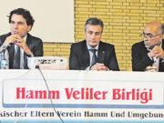 Soldan sağa: Dr. Ahmet Ünalan, T. C. Essen Başkonsolosluğu Eğitim Ataşesi Doç.Dr. Mehmet Fikret Arargüç, Veli Dernekleri Federasyonu Başkanı Dr. Ali Sak.