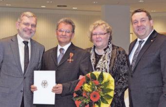 Lemgo Belediye Başkanı Dr. Reiner Austermann, İsmail Aytekin, Christen Aytekin ve Lippe Kaymakamı Dr. Axel Lehmann.