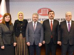 DİTİB'in yeni yönetim kurulu: (Soldan-Sağa) Adrurrahman Atasoy, Dr. Emine Seçmez, Sümeyye Öztürk Mutlu, Ahmet Dilek, Kazım Türkmen, İrfan Saral, Erdinç Altuntaş.