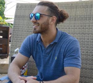 KUZEY REN VESFALYE eyaleti erkek güzeli Kayhan Kılbaşoğlu kendinden çok emin.