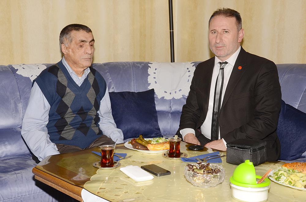 Remzi Eker ve bu söyleşinin yapılmasına öncülük eden Mehmet Gül.