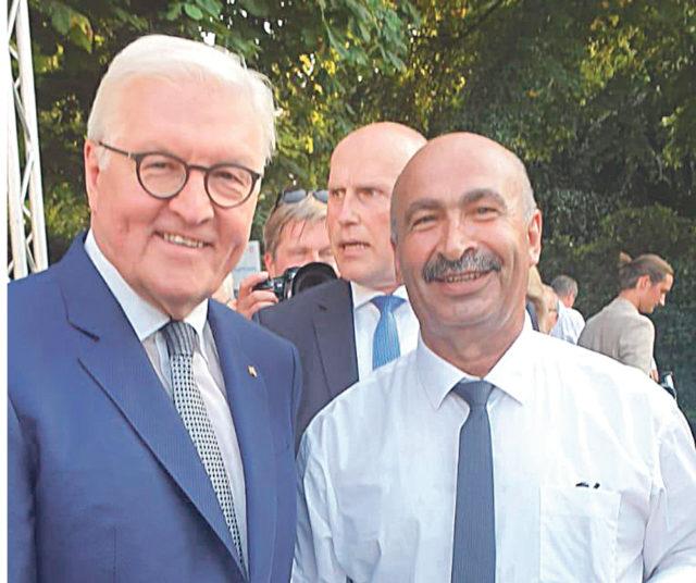 Federal Almanya Cumhurbaşkanı Frank Walter Steinmeier ve Şahin Yalmancı Berlin'deki davette bu kareyi paylaştılar.