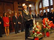 Belit Onay belediye başkanı nişanesini aldı ve göreve başladı.