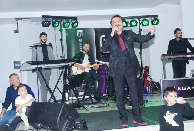 Latif Doğan gür sesiyle canlı program yaptı.