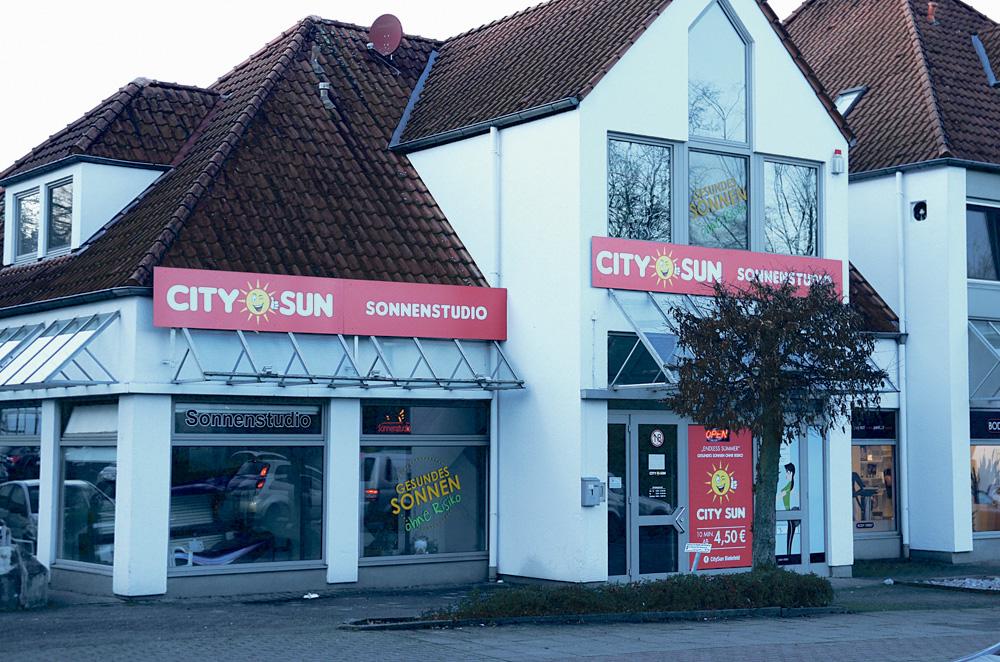 City Sun Sonnenstudio, Bielefeld'in ana caddelerinden biri olan Engersche Str. üzerinde, Westerfeldertraße 1 numarada hizmet veriyor.