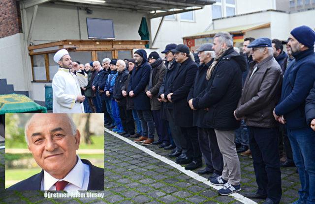 Adem Ulusoy'un cenaze namazını Bielefeld DİTİB Merkez Cami din görevlisi Ahmet Hamdi İnal Pulat kıldırdı.