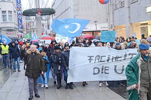 Yürüyüş Bielefeld Tren Garı meydanında başladı.