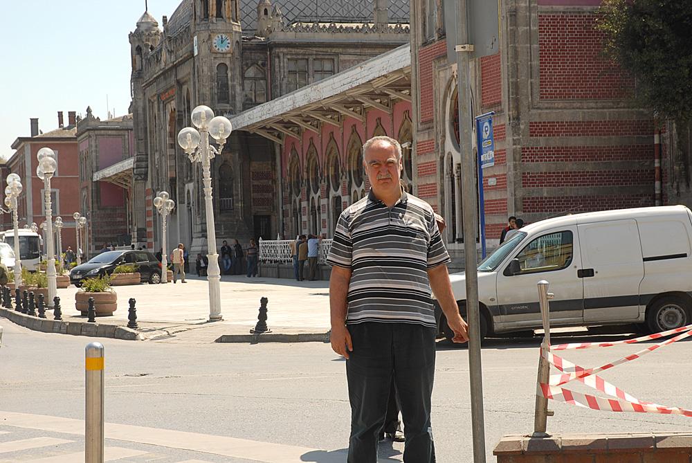 Şefik Kantar, 1961 yılında Almanya'ya ilk işçi kafilesinin geldiği yer olan İstanbul Sirkecide...
