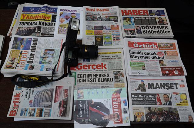 Avrupa'da yayınlanan bazı gazeteler. Fotoğraf: Öztürk Arşivi