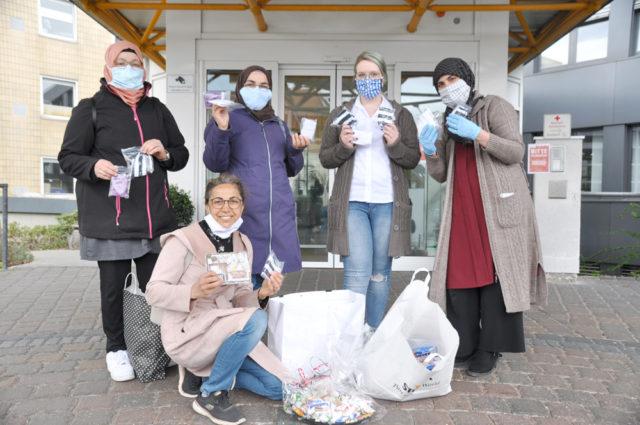Arkada: Malika Tekes, Durkadin Vezne, Hastane Personeli), Tülay Kalkan. ve Öndeki Gülsüm Tire-Çetin