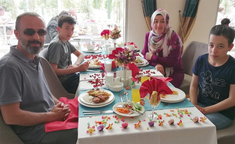 Soldan sağa: Yüksel, Harun, Ayten ve Dilara. Fotoğraf: 2019 senesine aittir.