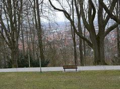 Ağaçlar arasında Bielefeld.
