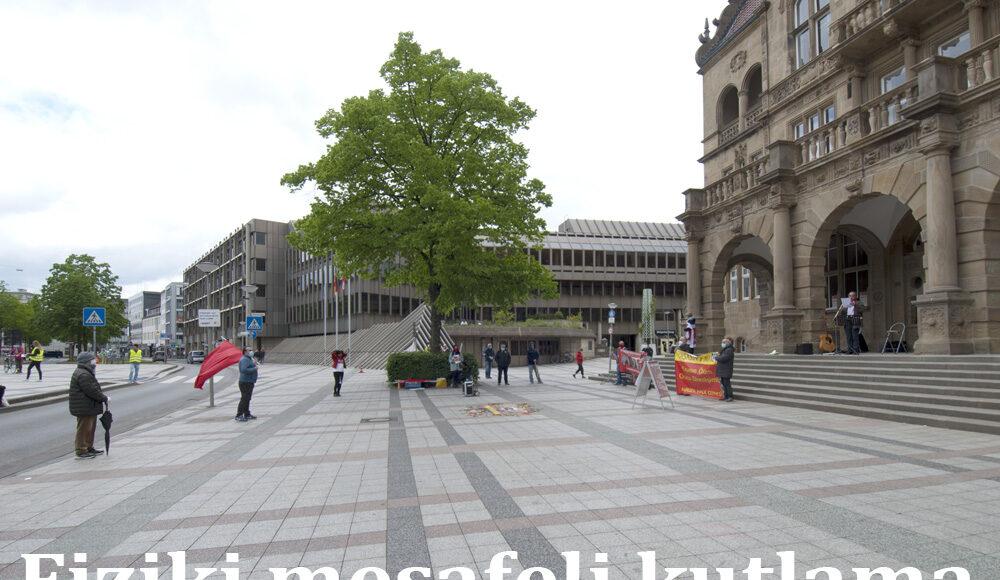 Kutlama özel izinle Bielefeld Belediye binasının önünde yapıldı